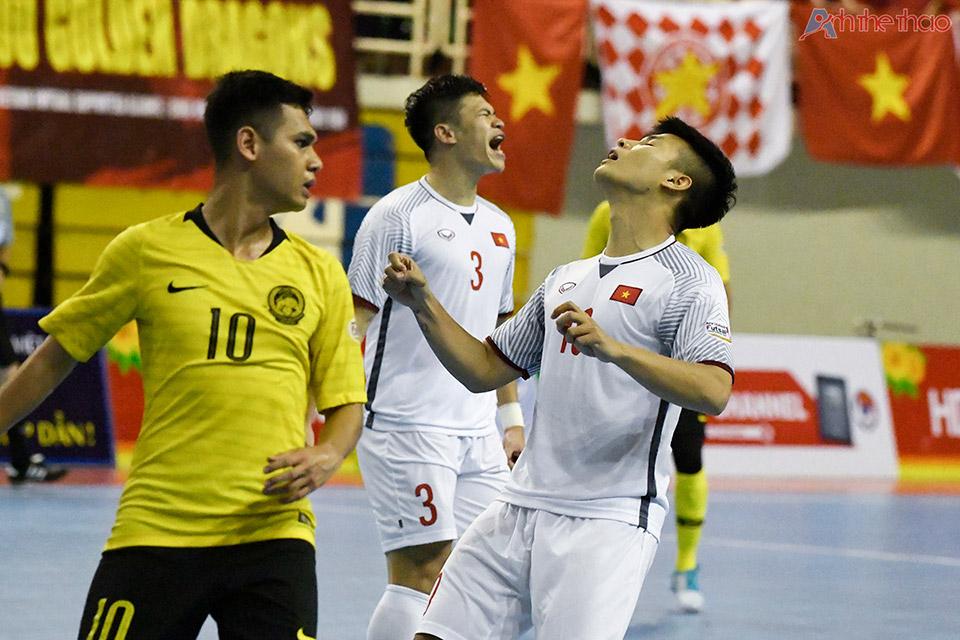 Niềm vui chưa trọn vẹn khi các cầu thủ phải tiếp tuyển Thái Lan ở trận bán kết.