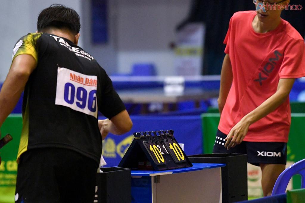 Hai tay vợt liên tục giằng co dành nhau từng điểm